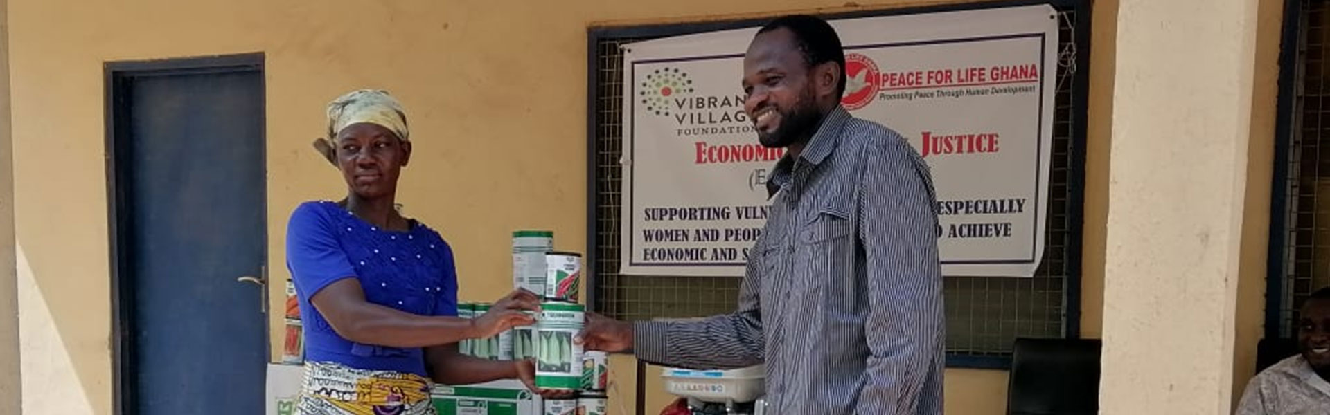 Vegetable farmers from Banawa and Zangum received free seeds and water pumping machines  from peace for life Ghana.the support forms part of the enterprise gardening component of our  Economic  and social justice program with funding from Vibrant village foundation.